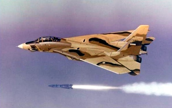 Un F-14 Tomcat de la Fuerza erea Iran dispara un misil Phoenix. Foto: Northrop Grumman / AP